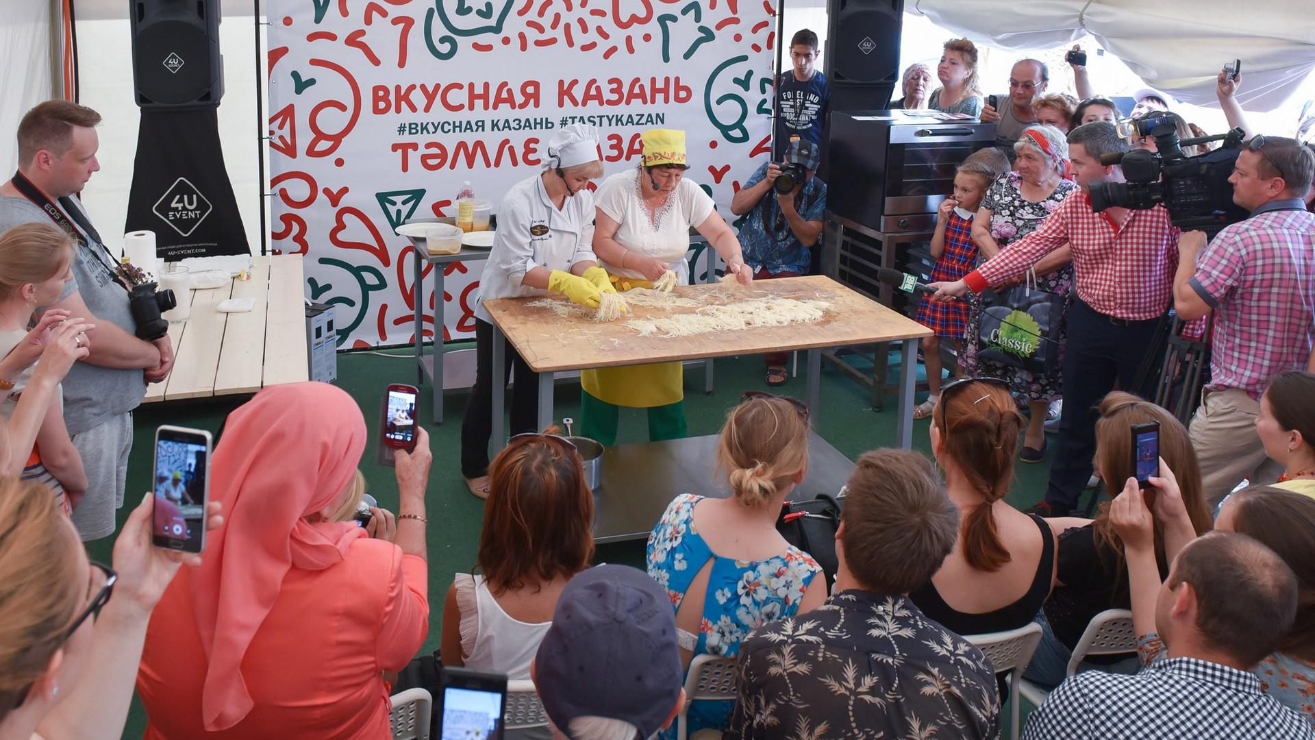 Затри дня фестиваля «Вкусная Казань» гости съели 12 тонн еды